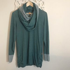 Lucy Green Long Sleeve Built In Scarf Size M